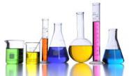 Ghi nhãn dụng cụ chứa hóa chất trong kho chứa hóa chất, trong phòng thí nghiệm