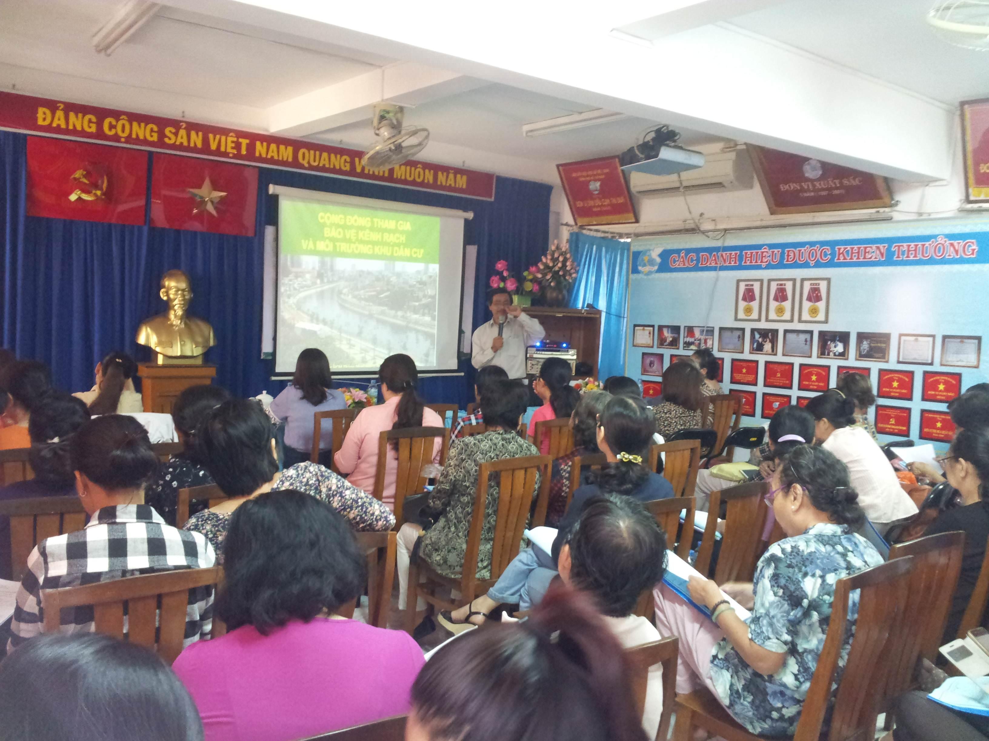 Buổi tập huấn kiến thức môi trường tổ chức bởi Chi cụcBảo vệmôi trườngThành phố Hồ Chí Minh, thực hiện bởi Công ty Cổ phần Phát triển GRECO đồng phối